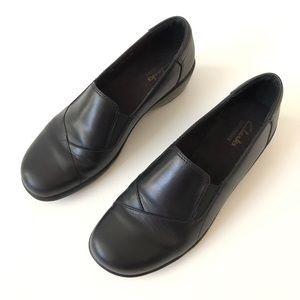 Clarks Black Leather Bendables Slip On Shoes 8